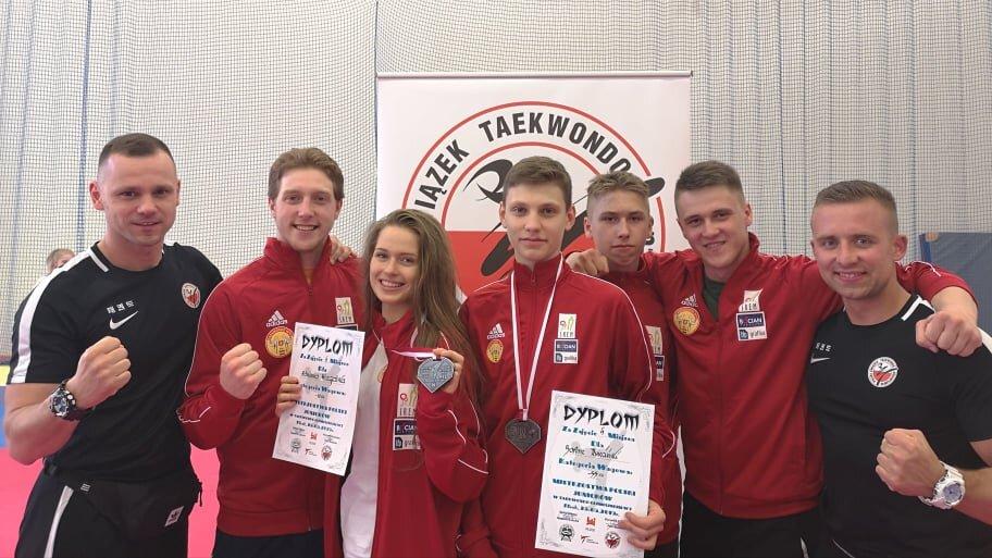 5 zawodników, 4 medale, 3, 2 vice mistrzów, 1 klub